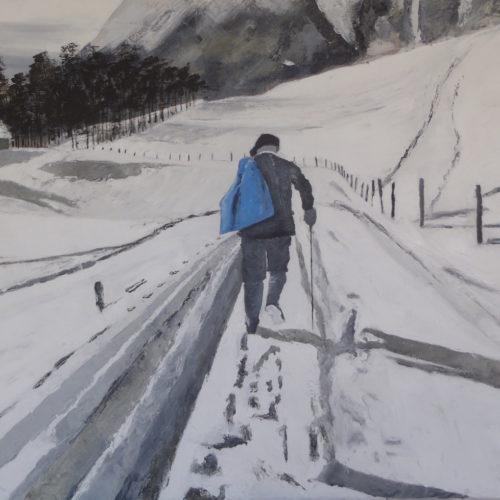 Homme marchant dans la neige noir, blanc et bleu