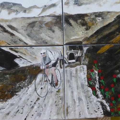 Cycliste et voiture ancienne en montée